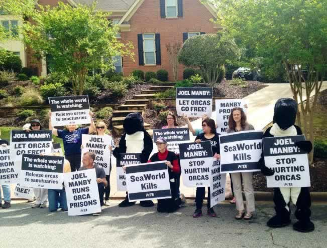 SeaWorld Protesters at CEO Joel Manby's Home